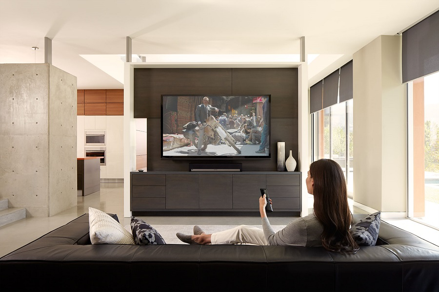 WomanRemoteTV 4K TV